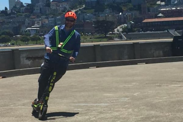 guest-enjoying-riding-an-electric-scooter-on-tour-to-golden-gate-bridge-600-400