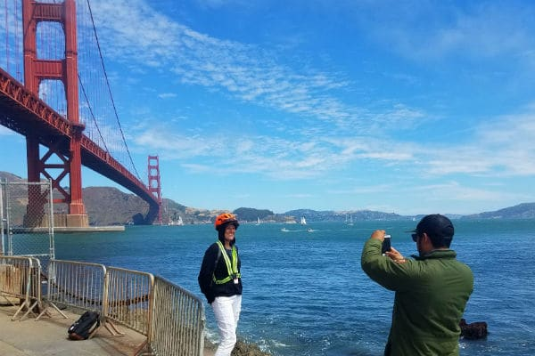 guests-photo-moment-enjoying-electric-scooter-tour-at-fort-point-golden-gate-bridge-600-400